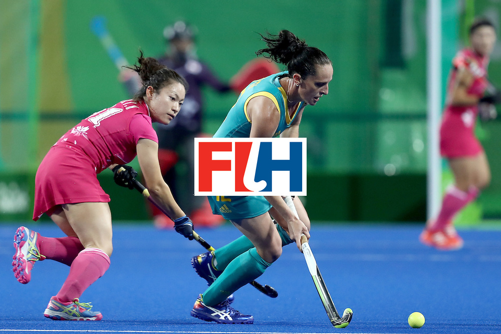 RIO DE JANEIRO, BRAZIL - AUGUST 13: Madonna Blyth of Australia passes the ball  in the Women's Pool B match between Australia and Japan on Day 8 of the Rio 2016 Olympic Games at the Olympic Hockey Centre on August 13, 2016 in Rio de Janeiro, Brazil.  (Photo by Phil Walter/Getty Images)