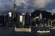 Hong Kong. la baie et líile de victoria , , central plaza /  14   / the bay, Victoria island and harbour, towers      / P0001857  / l940224d