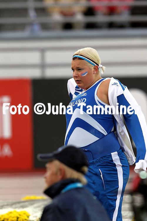 10.9.2011, Olympiastadion, Helsinki..Suomi - Ruotsi yleisurheilumaaottelu. Naisten kuula..Suvi Helin - Suomi
