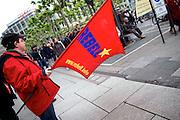 Frankfurt am Main | 28 Apr 2014<br /> <br /> Am Montag (28.04.2014) veranstalteten etwa 200 Menschen an der Hauptwache in Frankfurt am Main sogenannte Montagsdemos gegen Hartz IV und die Agenda 2010 und dann sp&auml;ter f&uuml;r den Frieden, gegen den Krieg etc., am zweiten Teil der Montagsdemo nahmen AfD-Aktivisten und die Neonazi-Aktivistin Sigrid Sch&uuml;&szlig;ler (NPD, RNF/Ring Nationaler Frauen) teil.<br /> Hier: Ein junger Aktivist mit einer roten Fahne mit der Aufschrift &quot;Rebell&quot; und &quot;www.rebell.info&quot;.<br /> <br /> &copy;peter-juelich.com<br /> <br /> [No Model Release | No Property Release]