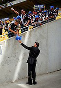 Former Black Caps captain Stephen Fleming talks with fans before the match.<br /> One-day International Cricket Match. New Zealand v England. Westpac Stadium, Wellington, New Zealand. Saturday 9 January 2008. Photo: Dave Lintott/PHOTOSPORT