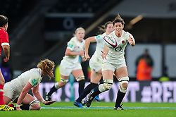 Sarah Hunter of England receives the ball - Mandatory byline: Patrick Khachfe/JMP - 07966 386802 - 26/11/2016 - RUGBY UNION - Twickenham Stadium - London, England - England Women v Canada Women - Old Mutual Wealth Series.
