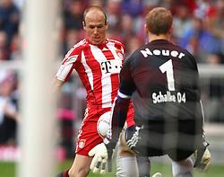 30-04-2011 VOETBAL: BAYERN MUNCHEN - FC SCHALKE 04: MUNCHEN<br /> Arjen Robben (Bayern #10) und Manuel Neuer <br /> ***NETHERLANDS ONLY***<br /> ©2011- FotoHoogendoorn.nl-nph/ Straubmeier