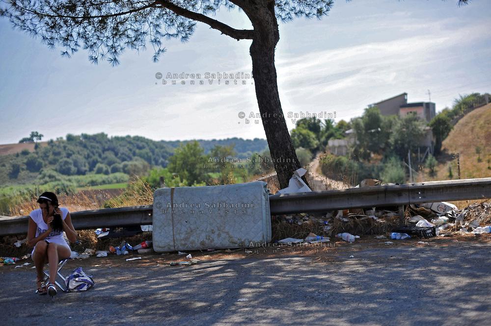 Rome 12/08/2010: donne dell'Est sulla strada Pontina<br /> &copy;Francesca Droghini