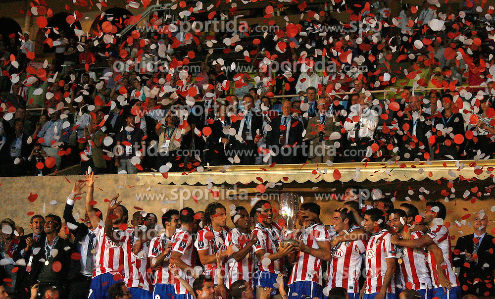 27.08.2010, Stade Louis II, Monaco, MON, UEFA Supercup, Inter Mailand vs Athletico, im Bild die Gewinner des Suppercups 2010 - Athletico Madrids Spieler feiern bei der Pokalübergabe, EXPA Pictures © 2010, PhotoCredit: EXPA/ InsideFoto/ Prater *** ATTENTION *** FOR AUSTRIA AND SLOVENIA USE ONLY! / SPORTIDA PHOTO AGENCY