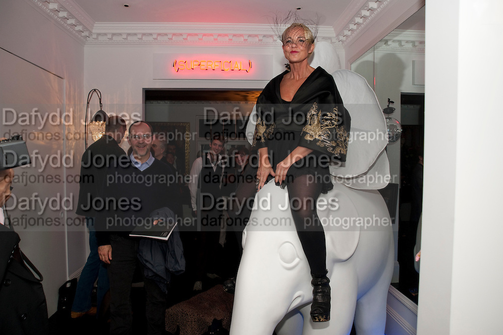 AMANDA ELIASCH, Party at the home of Amanda Eliasch in Chelsea after the opening of As I Like it. A memory by Amanda Eliasch and Lyall Watson. Chelsea Theatre. Worl's End. London. 4 July 2010<br /> <br />  , -DO NOT ARCHIVE-© Copyright Photograph by Dafydd Jones. 248 Clapham Rd. London SW9 0PZ. Tel 0207 820 0771. www.dafjones.com.