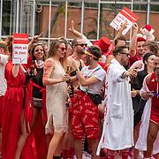 NLD/Amsterdam/20190803 - Gaypride 2019, kunstenaar Selwyn Salvatore en partner Irene klaasen