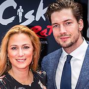 NLD/Amsterdam/20161120 - premiere Ciske de Rat de Musical, Fabienne de Vries en partner Mitchell Westerduin