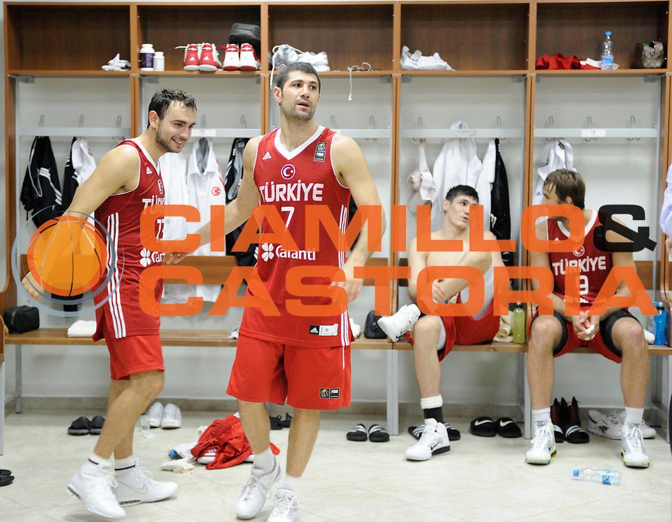 DESCRIZIONE : Istanbul Turchia Turkey Men World Championship 2010 Semifinals Campionati Mondiali Semifinali Serbia Turkey<br /> GIOCATORE : Omer Onan Ender Arslan<br /> SQUADRA : Turkey Turchia<br /> EVENTO : Istanbul Turchia Turkey Men World Championship 2010 Campionato Mondiale 2010<br /> GARA : Serbia Turkey Serbia Turchia<br /> DATA : 11/09/2010<br /> CATEGORIA : inside<br /> SPORT : Pallacanestro <br /> AUTORE : Agenzia Ciamillo-Castoria/JF.Molliere<br /> Galleria : Turkey World Championship 2010<br /> Fotonotizia : Istanbul Turchia Turkey Men World Championship 2010 Semifinals Campionati Mondiali Semifinali Serbia Turkey<br /> Predefinita :