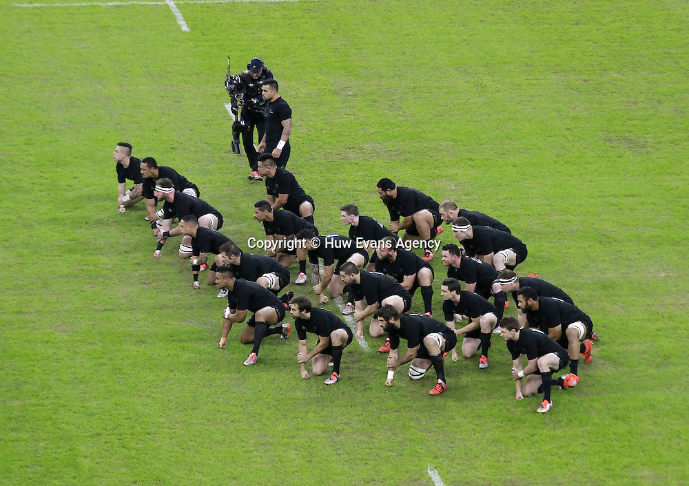22.11.14 - Wales v New Zealand - Dove Men+Care Series - <br /> New Zealand perform The Haka<br /> &copy; Huw Evans Agency