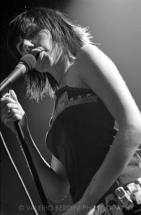 PJ Harvey live at the Cambridge Corn Exchange on 9 Sep 2004 presenting uh huh her album