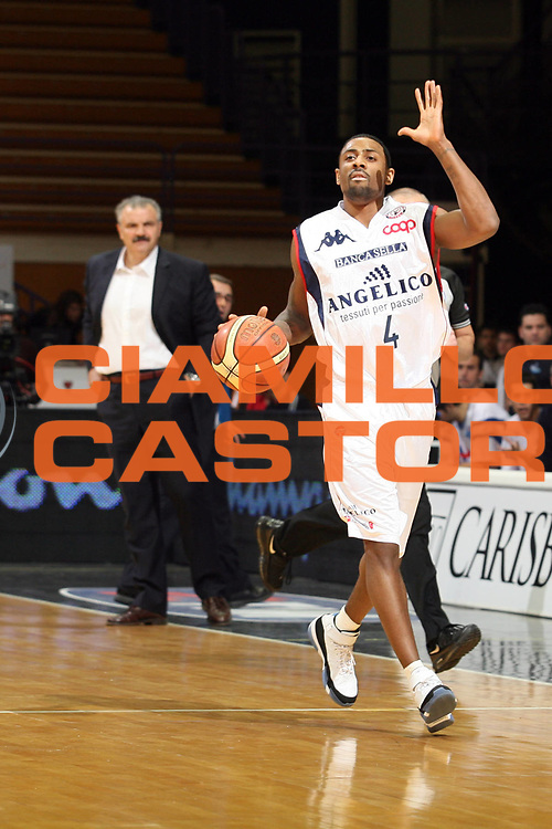 DESCRIZIONE : Bologna Final Eight 2008 Quarti di Finale Pierrel Capo Orlando Angelico Biella<br /> GIOCATORE : Troy Bell<br /> SQUADRA : Angelico Biella<br /> EVENTO : Tim Cup Basket For Life Coppa Italia Final Eight 2008 <br /> GARA : Pierrel Capo Orlando Angelico Biella<br /> DATA : 08/02/2008 <br /> CATEGORIA : Palleggio<br /> SPORT : Pallacanestro <br /> AUTORE : Agenzia Ciamillo-Castoria/S.Ceretti