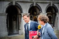 DEN HAAG - Premier Mark Rutte bij aankomst op het Binnenhof voor onderhandelingen met informateur Gerrit Zalm.  copyright robin utrecht