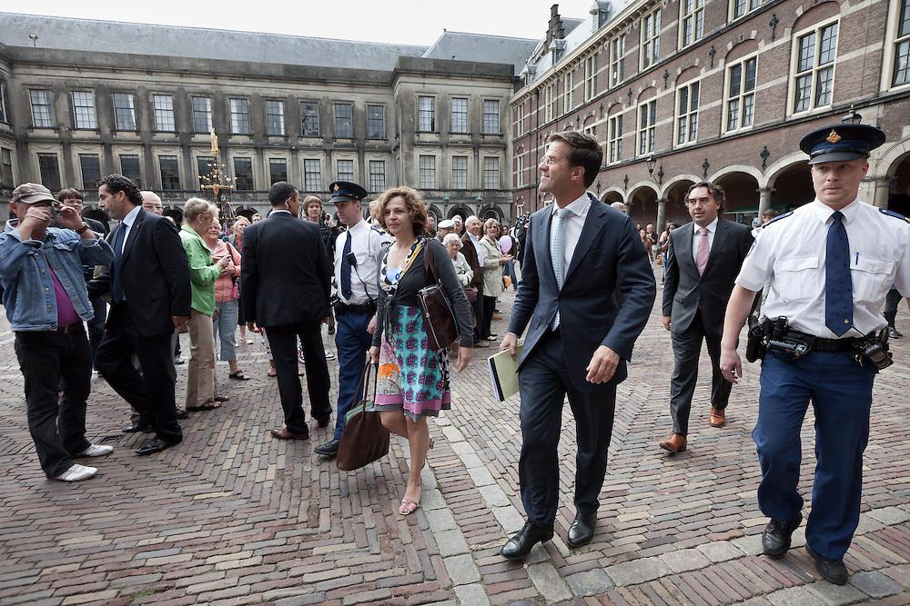 Nederland. Den Haag, 3 september 2010.<br /> edith schippers en mark rutte.<br /> De onderhandelingen over de vorming van een cda vvd minsderheidskabinet met gedoogsteun van de pvv zijn vandaag hervat. De onderhandelaars kwamen met secondanten aan op het Binnenhof. Verhagen heeft Ank Bijleveld meegenomen als vervanger voor Ab Klink....Foto &copy; Martijn Beekman