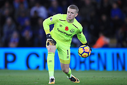 """Everton goalkeeper Jordan Pickford during the Premier League match at the King Power Stadium, Leicester. PRESS ASSOCIATION Photo. Picture date: Sunday October 29, 2017. See PA story SOCCER Leicester. Photo credit should read: Mike Egerton/PA Wire. RESTRICTIONS: EDITORIAL USE ONLY No use with unauthorised audio, video, data, fixture lists, club/league logos or """"live"""" services. Online in-match use limited to 75 images, no video emulation. No use in betting, games or single club/league/player publications."""