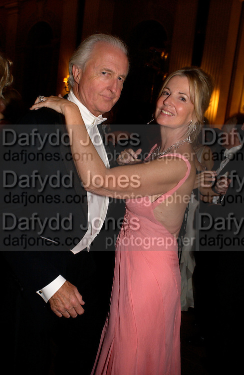 hon Galen and Hillary Weston, Ball at Blenheim Palace in aid of the Red Cross, Woodstock, 26 June 2004. SUPPLIED FOR ONE-TIME USE ONLY-DO NOT ARCHIVE. © Copyright Photograph by Dafydd Jones 66 Stockwell Park Rd. London SW9 0DA Tel 020 7733 0108 www.dafjones.com