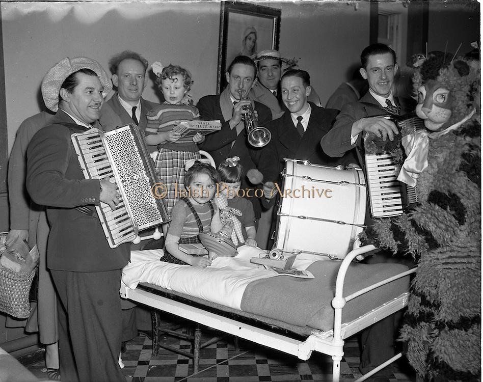 """21/12/1952<br /> 12/21/1952<br /> 21 December 1952<br /> """"Vangang"""" Christmas party for children at St. Mary's Preventorium, Ballyroan, Rathfarnham, Dublin."""