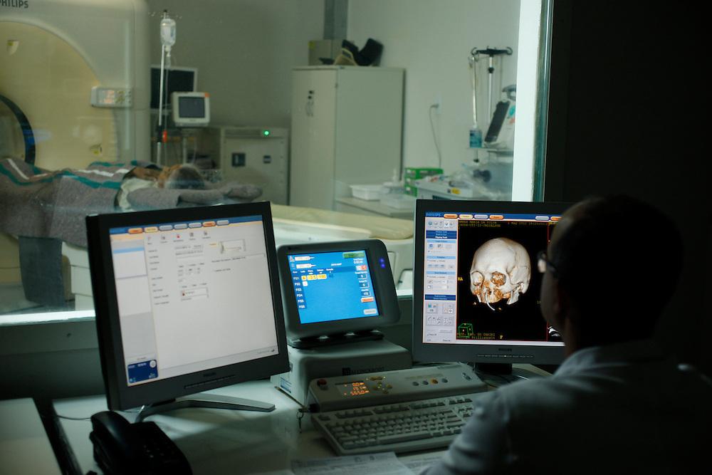 Juazeiro do Norte_CE, Brasil.<br /> <br /> Tomografia no Hospital Regional do Cariri, HRC, Juazeiro do Norte, Ceara.<br /> <br /> Tomography in Cariri Regional Hospital, HRC, Juazeiro do Norte, Ceara.<br /> <br /> Foto:  BRUNO MAGALHAES / NITRO