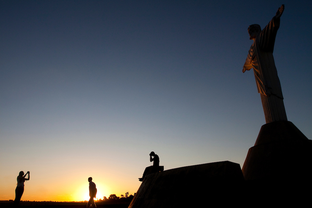 Araxa_MG, Brasil...Turistas no Parque do Cristo em Araxa...Tourists in the Cristo park in Araxa...Foto: MARCUS DESIMONI / NITRO