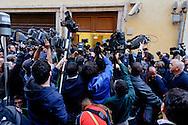 Roma  23 Aprile 2013.Si riunusce  la direzione nazionale del Partito Democratico. Cameraman e giornalisti davanti alla sede del PD