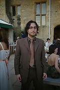 Sean Lennon. Mollie Dent-Brocklehurst and Vanity Fair host  the opening of 'Vertigo'  a mixed art exhibition at Sudeley Castle. Winchombe, Gloucestershire. 18 June 2005. ONE TIME USE ONLY - DO NOT ARCHIVE  © Copyright Photograph by Dafydd Jones 66 Stockwell Park Rd. London SW9 0DA Tel 020 7733 0108 www.dafjones.com