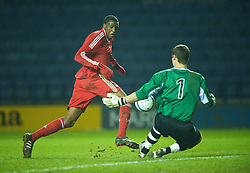 LEICESTER, ENGLAND - Tuesday, January 12, 2010: Liverpool's Michael Ngoo in action against Leicester City's goalkeeper Robert Ambrusics during the FA Youth Cup 4th Round match at the Walkers Stadium. (Photo by David Rawcliffe/Propaganda)