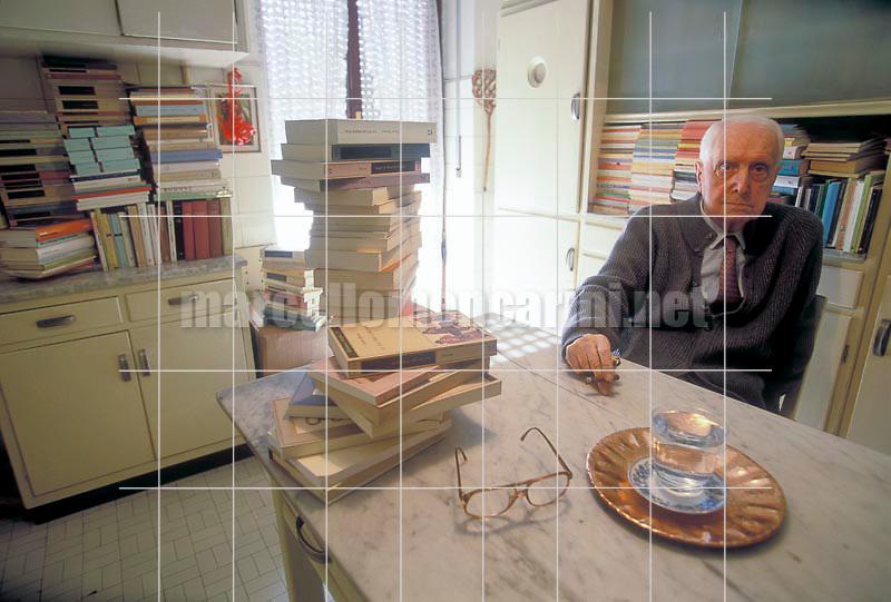 Milan, 1995. Italian literary critic Carlo Bo in the kitchen of his home / Milano, 1995. Il critico letterario Carlo Bo nella cucina della sua casa - © Marcello Mencarini