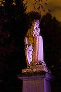 Nederland, Den Bosch, 20161105.<br /> Zielen in Gedachten op begraafplaats Orthen in Den Bosch.<br /> Zielen in Gedachten is een jaarlijkse herdenkingsbijeenkomst voor iedereen die hun overledenen in een sfeervolle, ingetogen omgeving wil gedenken. Een sfeervol uitgelichte route voert langs muziek, rituelen, beelden, verhalen en po&euml;zie op begraafplaats Orthen<br /> <br /> Netherlands, Den Bosch, 20161105.<br /> Souls in Thoughts on cemetery Orthen in Den Bosch. <br /> Souls in Thoughts is an annual commemoration for all who their dead in a stylish, understated surroundings will remember. An atmospheric highlighted route goes past music, rituals, images, stories and poetry on cemetery Orthen