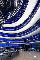 Вечерняя фотосъемка интерьера в куполе Рейхстага, Берлин. <br /> Архитектор: Норман Фостер.