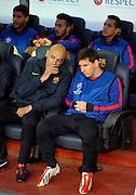 01.05.2013, Fussball Champions League Halbfinale Rückspiel: FC Barcelona - FC Bayern München, im Stadion Nou Camp in Barcelona, Spanien. Lionel Messi (re, Barcelona) sitzt auf der Bank
