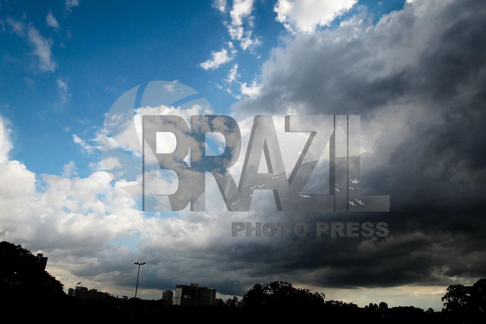 SAO PAULO, SP, 24 DE JANEIRO DE 2012 - CLIMA TEMPO - Nuvens carregadas na tarde dessa terça-feira no Parque do Ibirapuera regiao sul da capital paulista - FOTO: VANESSA CARVALHO - NEWS FREE