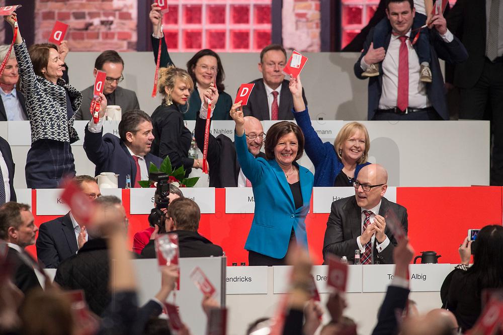 19 MAR 2017, BERLIN/GERMANY:<br /> Katarina Barley, SPD Generalsekretarin, Sigmar Gabriel, SPD, Bundesaussenminister, Martin Schulz, SPD Parteivorsitzender, Hannelore Kraft, SPD, Ministerpraesidentin Nordrhein-Westfalen, Malu Dreyer, SPD, Ministerpraesidentin Rheinland-Pfalz, und Torsten Albig, SPD, Ministerpraesident Schleswig-Holstein, (v.L. oben n.R. unten) waehrend der Wahl von Martin Schulz zum SPD Spitzenkandidat der Bundestagswahl, a.o. Bundesparteitag, Arena Berlin<br /> IMAGE: 20170319-01-091<br /> KEYWORDS: party congress, social democratic party, candidate