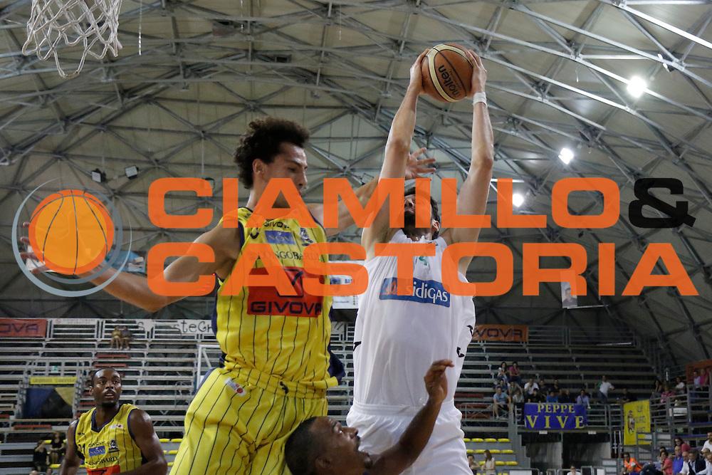 DESCRIZIONE : Scafati Lega A 2015-16 I Memorial Longobardi Sidigas Avellino Givova Scafati<br /> GIOCATORE : Riccardo Cervi<br /> CATEGORIA : rimbalzo<br /> SQUADRA : Sidigas Avellino<br /> EVENTO : Campionato Lega A 2015-2016<br /> GARA : Sidigas Avellino Givova Scafati<br /> DATA : 12/09/2015<br /> SPORT : Pallacanestro <br /> AUTORE : Agenzia Ciamillo-Castoria/A. De Lise<br /> Galleria : Lega Basket A 2015-2016 <br /> Fotonotizia : Scafati Lega A 2015-16 I Memorial Longobardi Sidigas Avellino Givova Scafati