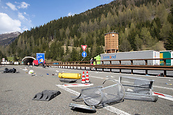 "07.05.2016, Grenzübergang, Brenner, ITA, Demonstration gegen Grenzsicherungsmaßnahmen am Brenner. Linksaktivisten rufen unter dem Motto ""Tag des Kampfes"" zur Demonstration am Brenner auf, im Bild Sperre der Bernnerautobahn nach den schweren Ausschreitungen // Left activists call under the slogan ""Day of the Fight"" to Demonstration at the border ""Brenner"". The demonstration is directed against the planned border security measures at the border from Italy to Austria, The Brenner Pass is one of the most important border crossings in Europe. Brenner, Italy on 2016/05/07. EXPA Pictures © 2016, PhotoCredit: EXPA/ Johann Groder"