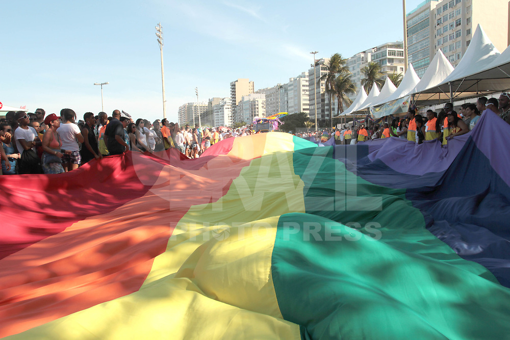 RIO DE JANEIRO, RJ, 09.10.2013 - PASSEATA RIO DE JANEIRO, RJ, 13.10.2013 - 18 PARADA LGBT PARADA GAY - Cerca de um milhão de pessoas deverão participar da 18º Parada gay de 2013 na orla de Copacabana que terá a trilha sonora executada pela G.R.E.S. Estação Primeira de Mangueira, a Parada Gay já se tornou uma festa popular no calendário de eventos da cidade recebendo turistas de todo o pais e do mundo, nesse domingo 13. (Foto: Levy Ribeiro / Brazil Photo Press)