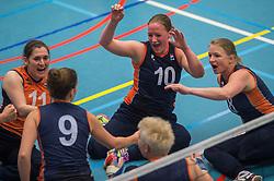 14-02-2016 NED: Nederland - Oekraine, Houten<br /> De Nederlandse paravolleybalsters speelde een vriendschappelijke wedstrijd tegen Europees kampioen Oekraïne. De equipe van bondscoach Pim Scherpenzeel bereidt zich tegen Oekraïne voor op het Paralympisch kwalificatietoernooi in China, dat in maart wordt gespeeld /  Fleur van Dam #10 of Nederland,  Judith Jacobs #11 of Nederland,  Paula List #8 of Nederland