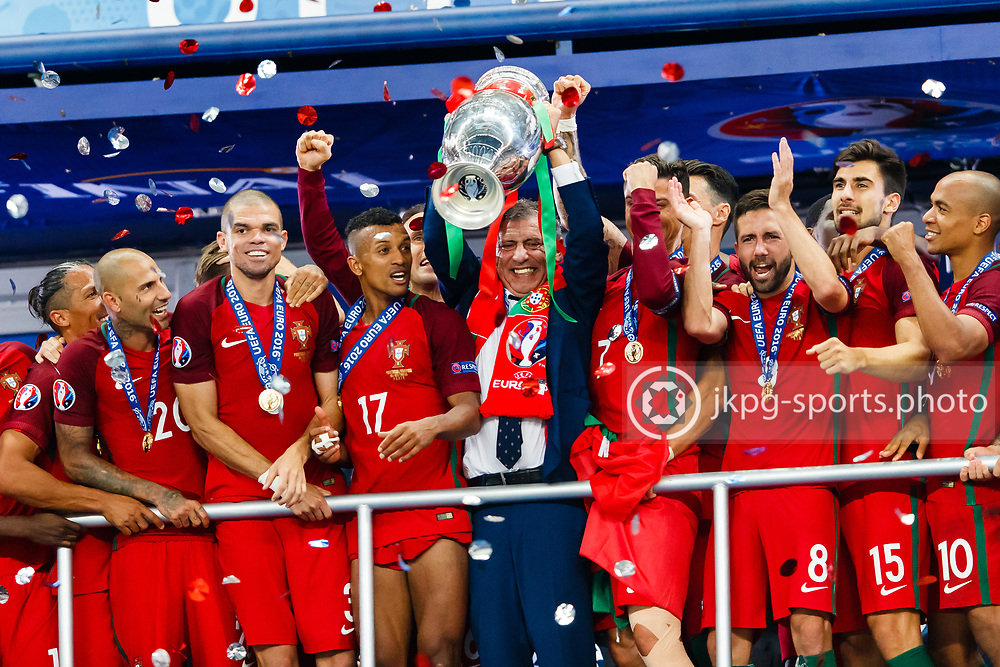 July 10 2016, UEFA Euro 2016, Final Portugal - France<br /> Head Coach, Fernando Santos with the trophy together with team Portugal.<br /> Editorial Use Only.<br /> Local caption:<br /> Em Fotboll, Final, Portugal - Frankrike, 20160710<br /> F&ouml;rbundskaptenen Fernando Santos med pokalen, omgiven av det Portugisiska laget.<br /> Endast f&ouml;r redaktionellt bruk.<br /> &copy; Daniel Malmberg/IBL/All Over Press