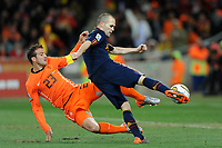FOOTBALL - FIFA WORLD CUP 2010 - FINAL - NETHERLANDS v SPAIN - 11/07/2010 - PHOTO FRANCK FAUGERE / DPPI - GOAL ANDRES INIESTA (SPA) / RAFAEL VAN DER VAART (NET)