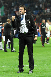 07.10.2012, Giuseppe Meazza Stadion, Mailand, ITA, Serie A, AC Mailand vs Inter Mailand, 7. Runde, im Bild 07.10.2012, Giuseppe Meazza Stadion, Mailand, ITA, Serie A, AC Mailand vs Inter Mailand, 7. Runde, im Bild Esultanza dell'allenatore Andrea Stramaccioni a fine partita, Celebration // during the Italian Serie A 7th round match between AC Milan and Inter Milan at the Giuseppe Meazza Stadium, Milan, Italy on 2012/10/07. EXPA Pictures © 2012, PhotoCredit: EXPA/ Insidefoto/ Andrea Staccioli..***** ATTENTION - for AUT, SLO, CRO, SRB, SUI and SWE only *****