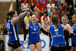 20170430 NED: Eredivisie, VC Sneek - Sliedrecht Sport: Sneek<br />Carlijn Ghijssen - Jans (10) of Sliedrecht Sport, Lea van Rooijen (4) of Sliedrecht Sport <br />©2017-FotoHoogendoorn.nl / Pim Waslander