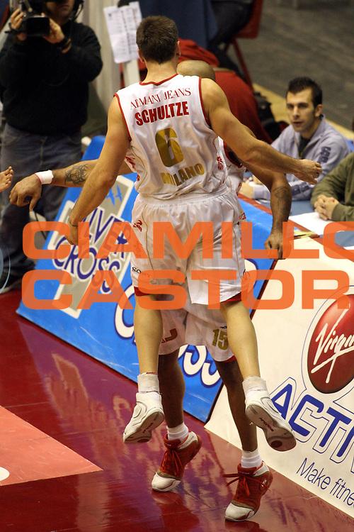 DESCRIZIONE : Milano Lega A1 2006-07 Armani Jeans Milano Benetton Treviso <br /> GIOCATORE : Schultze Blair <br /> SQUADRA : Armani Jeans Milano <br /> EVENTO : Campionato Lega A1 2006-2007 <br /> GARA : Armani Jeans Milano Benetton Treviso <br /> DATA : 10/12/2006 <br /> CATEGORIA : Esultanza <br /> SPORT : Pallacanestro <br /> AUTORE : Agenzia Ciamillo-Castoria/G.Ciamillo