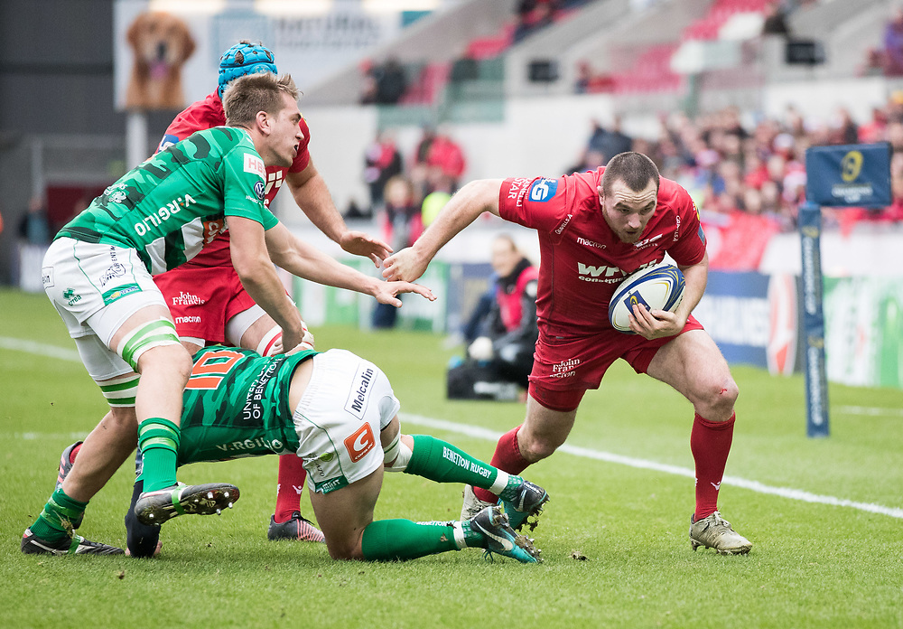 Scarlets' Ken Owens can see the whitewash<br /> <br /> Photographer Simon King/Replay Images<br /> <br /> EPCR Champions Cup Round 3 - Scarlets v Benetton Rugby - Saturday 9th December 2017 - Parc y Scarlets - Llanelli<br /> <br /> World Copyright © 2017 Replay Images. All rights reserved. info@replayimages.co.uk - www.replayimages.co.uk