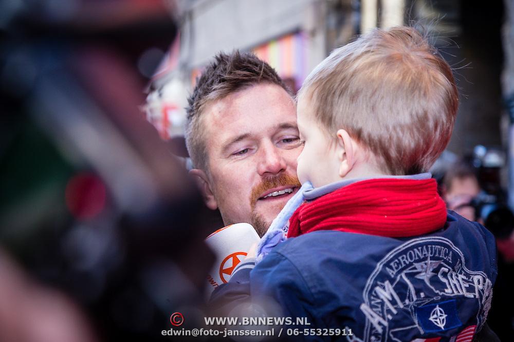 NLD/Amsterdam/20160117 - Premiere Woezel & Pip Op zoek naar de Sloddervos !, Johnny de Mol en zoon Kai Lerby