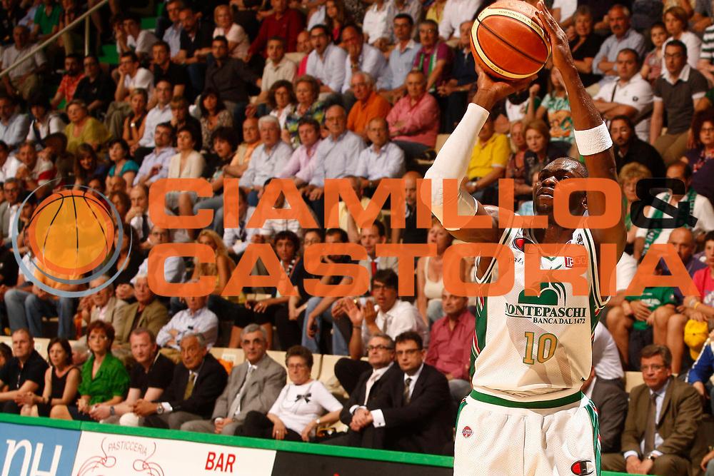 DESCRIZIONE : Siena Lega A 2009-10 Playoff Finale Gara 2 Montepaschi Siena Armani Jeans Milano<br /> GIOCATORE : Romain Sato<br /> SQUADRA : Montepaschi Siena<br /> EVENTO : Campionato Lega A 2009-2010 <br /> GARA : Montepaschi Siena Armani Jeans Milano<br /> DATA : 15/06/2010<br /> CATEGORIA : tiro<br /> SPORT : Pallacanestro <br /> AUTORE : Agenzia Ciamillo-Castoria/P.Lazzeroni<br /> Galleria : Lega Basket A 2009-2010 <br /> Fotonotizia : Siena Lega A 2009-10 Playoff Finale Gara 2 Montepaschi Siena Armani Jeans Milano<br /> Predefinita :