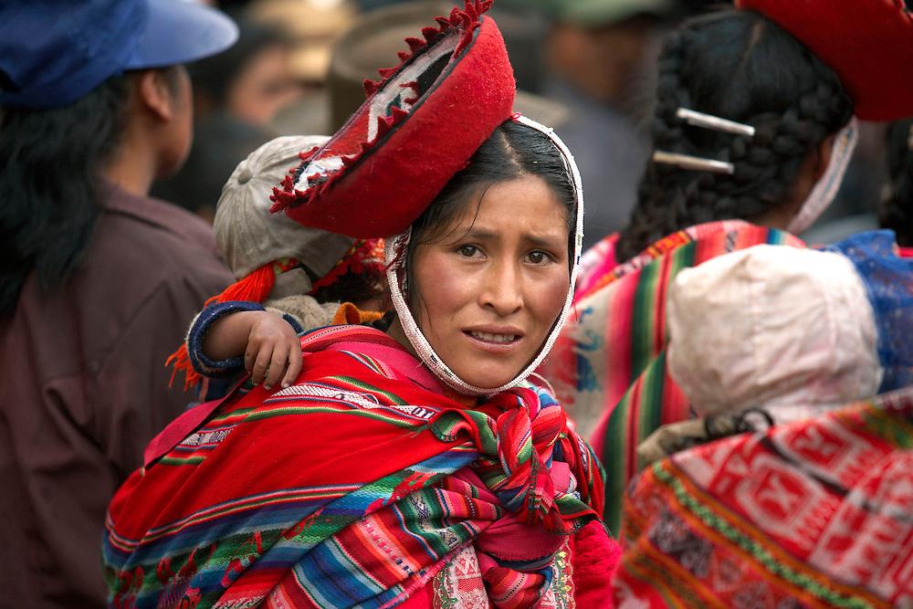 Woman and child   Ollantaytambo, Peru