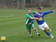 Thomas Ryttov (Elite 3000) presser en Lyngby-spiller.