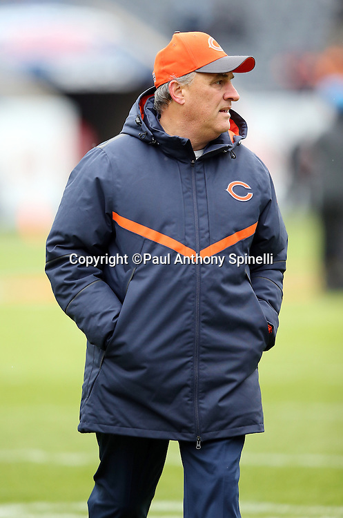 Chicago Bears defensive coordinator Vic Fangio looks on before the NFL week 17 regular season football game against the Detroit Lions on Sunday, Jan. 3, 2016 in Chicago. The Lions won the game 24-20. (©Paul Anthony Spinelli)