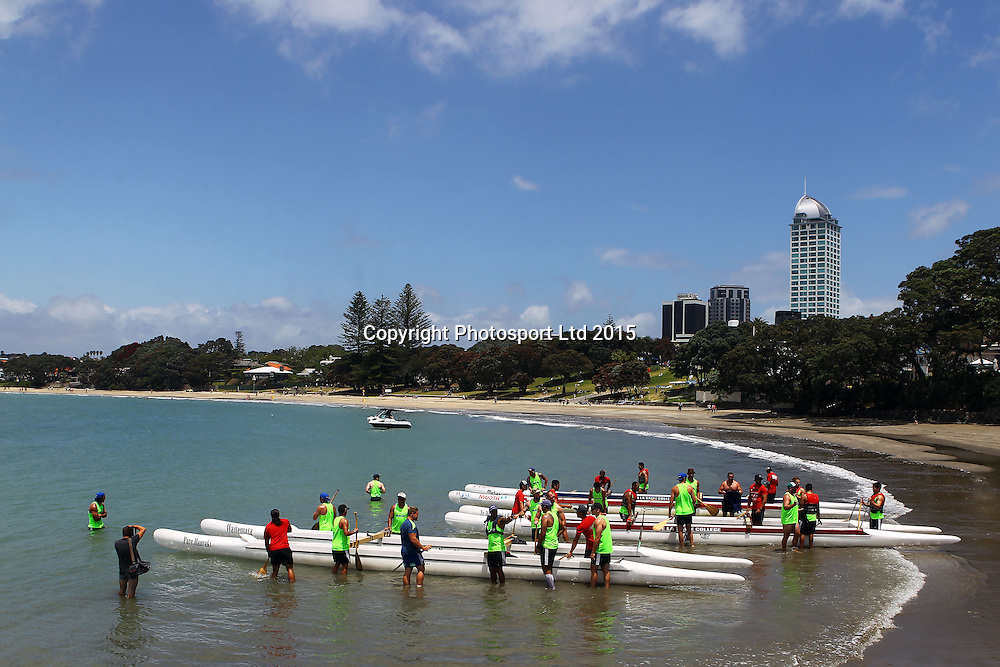 The Blues players set out in canoes during a super rugby pre season training session, Takapuna Beach, Auckland. 9 January 2015. Copyright Photo: William Booth/www.photosport.co.nz