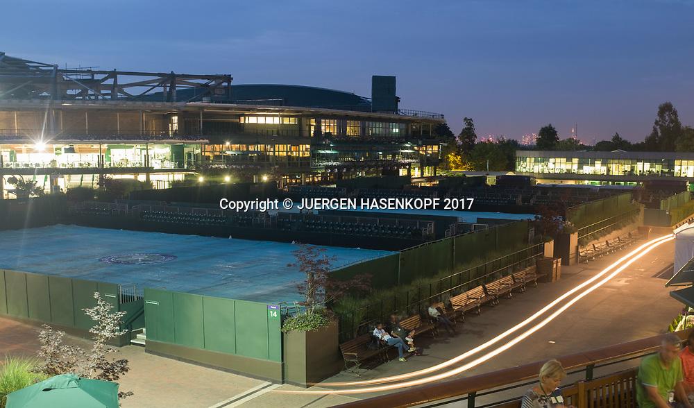 Wimbledon Feature, Uebersicht von der Anlage,Nachtaufnahme,im Hintergrund die Lichter der Stad London<br /> <br /> Tennis - Wimbledon 2017 - Grand Slam ITF / ATP / WTA -  AELTC - London -  - Great Britain  - 6 July 2017.