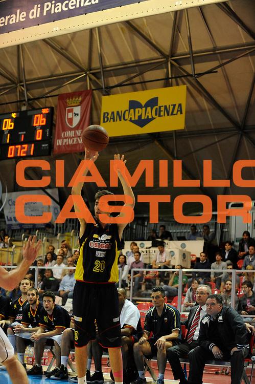 DESCRIZIONE : Bologna Lega Basket A2 2011-12 Morpho Basket Piacenza Sigma Barcellona<br /> GIOCATORE : Matteo Da Ros<br /> CATEGORIA : Three Points<br /> SQUADRA : Sigma Barcellona<br /> EVENTO : Campionato Lega A2 2011-2012<br /> GARA : Morpho Basket Piacenza Sigma Barcellona<br /> DATA : 16/05/2012<br /> SPORT : Pallacanestro<br /> AUTORE : Agenzia Ciamillo-Castoria/A.Giberti<br /> Galleria : Lega Basket A2 2011-2012 <br /> Fotonotizia : Bologna Lega Basket A2 2011-12 Morpho Basket Piacenza Sigma Barcellona<br /> Predefinita :